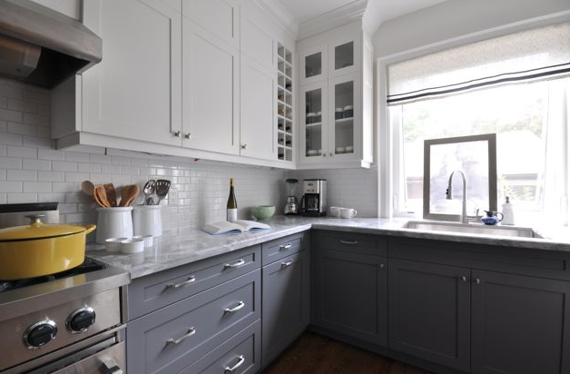Two toned kitchen cabinets kitchens vanities built for Two colour kitchen units