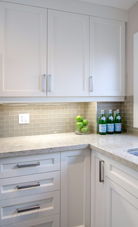 5 Great back splash ideas that are easy to clean ~ Kitchens ... on easy to clean stove backsplash ideas, easy to clean kitchen flooring, easy to clean kitchen sinks, easy install kitchen backsplash ideas, easy to clean kitchen window treatments, easy to clean interior design, easy to clean white kitchen cabinets, easy tile for kitchen backsplash ideas, granite with tile backsplash ideas,